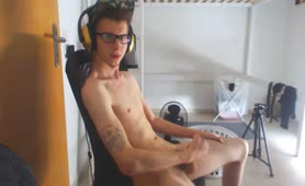 Masturbating on stream by mistake